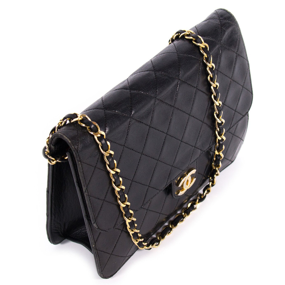 0d9cbbbb45ae CHANEL VINTAGE BLACK QUILTED LEATHER CLASSIC SQUARE FLAP HANDBAG ...